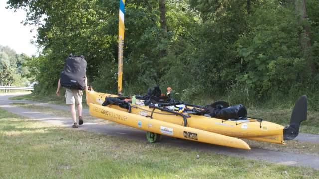 Første gang vi har haft hjulene under kajakkerne på turen / This was the first time we had our wheels under the kayaks.