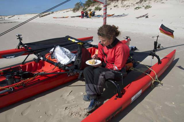 Suzi having cake after the longs day so fare, 68 km. start at 5 this morning having cake a 5 this afternoon.